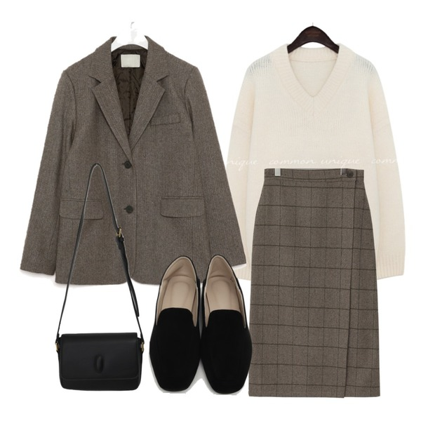 From Beginning Ketley wool wrap skrit_C (울 10%) (size : free),From Beginning Gram suede simple loafer_Y (size : 225,230,235,240,245,250),From Beginning Plain daily cross bag_J (size : one)등을 매치한 코디