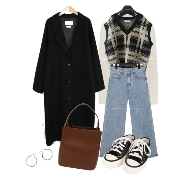 BULLANG GIRL 컬러블로퍼운동화,BANHARU trendy easy ring earring,AFTERMONDAY check pattern knit vest (2colors)등을 매치한 코디