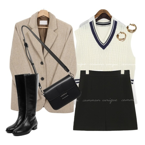 common unique ANN COTTON V NECK SHIRTS,lavenir space earring,From Beginning Able belt strap cross bag_C (size : one)등을 매치한 코디
