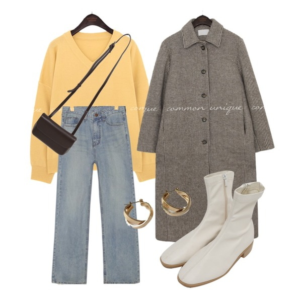 common unique BRIGHT STRAIGHT DENIM PANTS,lavenir space earring,From Beginning Blonde flat ankle boots_C (size : 230,235,240,245,250)등을 매치한 코디