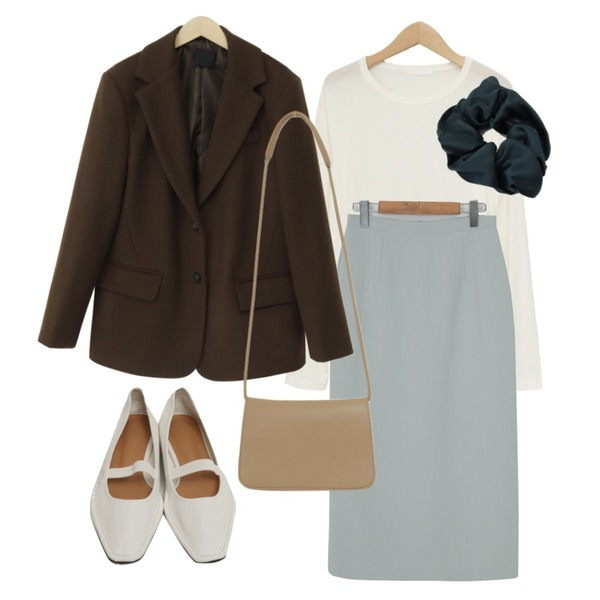 From Beginning Anted wool button jacket_A (울 60%) (size : free),From Beginning Marang satin hair band_C (size : one),From Beginning Page simple long skirt_C (size : S,M)등을 매치한 코디