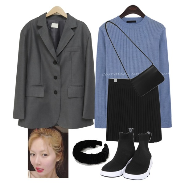 BULLANG GIRL 스트릿삭스운동화,From Beginning Velvet shirring hair band_C (size : one),From Beginning Soft simple cross bag_P (size : one)등을 매치한 코디