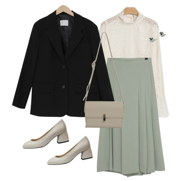 BANHARU daily layered earring set,LOVELY SHOES 샹디라 미들힐 펌프스 5cm,From Beginning Gift gold button bag_C (size : one)등을 매치한 코디