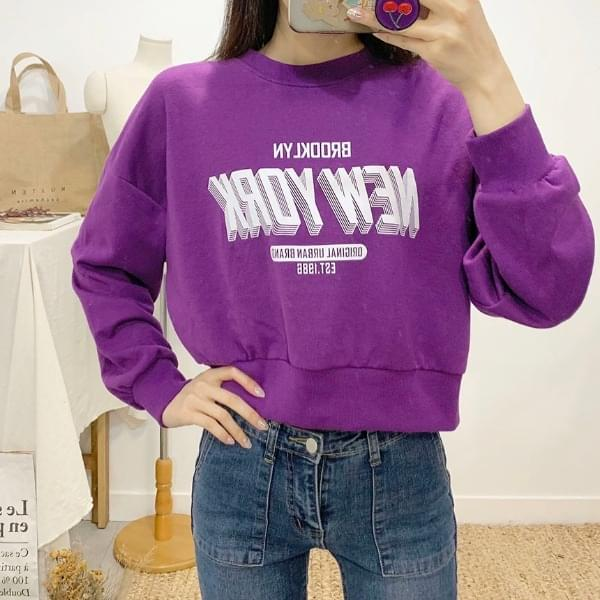 Brooklyn lettering round neck cropped sweat shirt