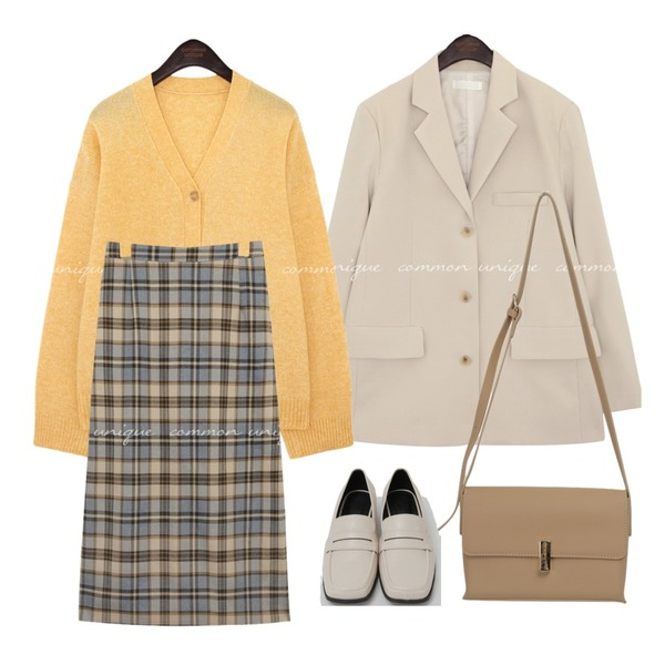 common unique LOKONE CHECK BANDING LONG SKIRT,From Beginning Broad square toe loafer_C (size : 225,230,235,240,245,250),From Beginning Gift gold button bag_C (size : one)등을 매치한 코디