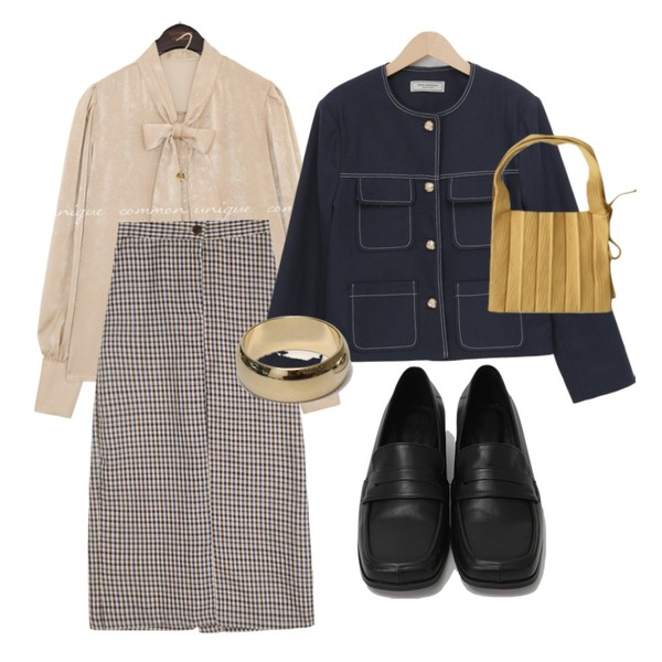 From Beginning Glossy bold ring_S (size : one),AFTERMONDAY cozy mood knit tote bag (5colors),From Beginning Broad square toe loafer_C (size : 225,230,235,240,245,250)등을 매치한 코디