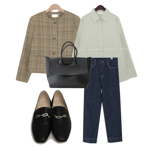 AFTERMONDAY simple square boston bag (2colors),From Beginning Chain classic flat loafer_A (size : 225,230,235,240,245,250),From Beginning Mood indigo denim pants_J (size : S,M)등을 매치한 코디