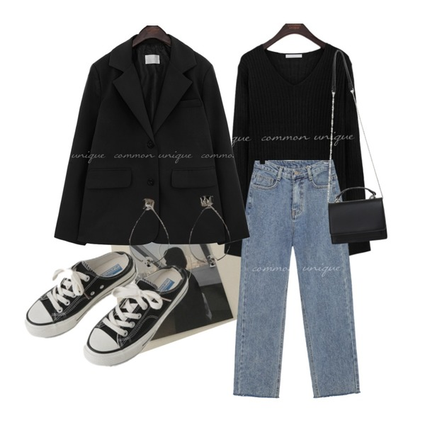 BANHARU water drop hoop earring,common unique DOU CUTTING STRAIGHT DENIM PANTS,AFTERMONDAY simple mule sneakers (2colors)등을 매치한 코디