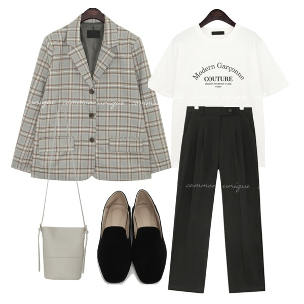 From Beginning Gram suede simple loafer_Y (size : 225,230,235,240,245,250),common unique PINY PINTUCK COTTON PANTS,common unique PRIMO LETTERING COTTON 1/2 T등을 매치한 코디