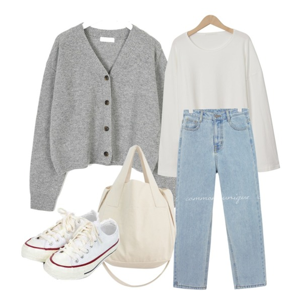 AIN taylor canvas sneakers (225-250),From Beginning Powder cotton round T_C (size : free),AIN footy v-neck wool cardigan등을 매치한 코디