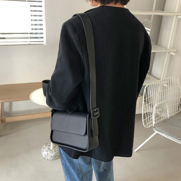 Square buckle shoulder bag