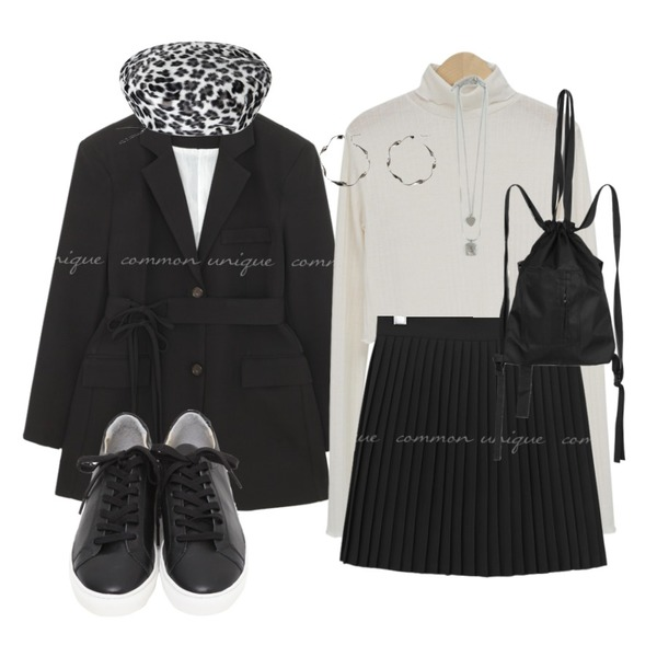 BANHARU unique twist circle earring,openthedoor white leopard beret,From Beginning Win real cowskin sneakers_H (size : 225,230,235,240,245,250)등을 매치한 코디
