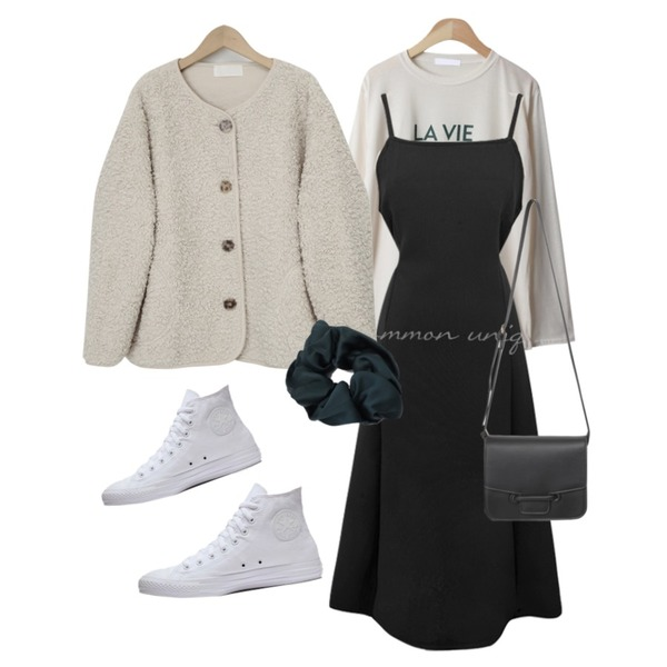 From Beginning Bens round dumble jumper_C (size : free),From Beginning Marang satin hair band_C (size : one),From Beginning Door daily cross bag_Y (size : one)등을 매치한 코디