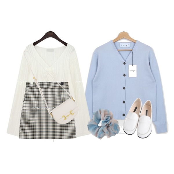 BULLANG GIRL 만두둥근로퍼,AFTERMONDAY watery dyed hairband (3colors),common unique BENNO TWIST STRING V NECK KNIT등을 매치한 코디