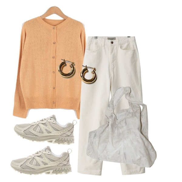 From Beginning Scout boyfit wide pants (size : S,M,L),common unique BOST SIMPLE BOLD RING EARRING,AFTERMONDAY easy marbling bag (2colors)등을 매치한 코디