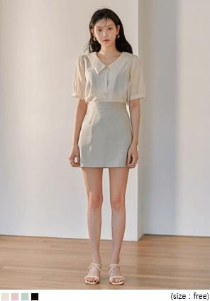 Flat Point Collar Button-Up Blouse