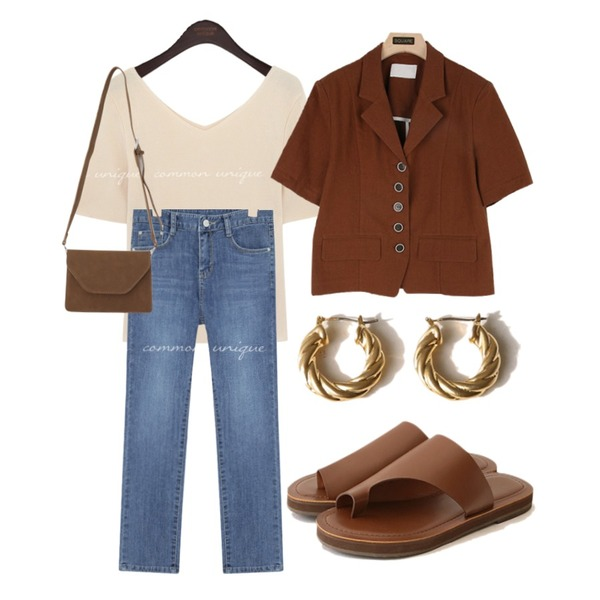 From Beginning Brown sugar square flap bag_C (size : one),common unique TWIST HOOP EARRING,common unique PONT SPAN STRAIGHT DENIM PANTS등을 매치한 코디