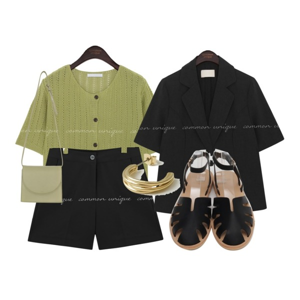 From Beginning Leaf cover belt sandal_Y (size : 230,235,240,245,250),From Beginning 골드 링귀걸이 (2color),common unique MELIN SET-UP SHORTS등을 매치한 코디
