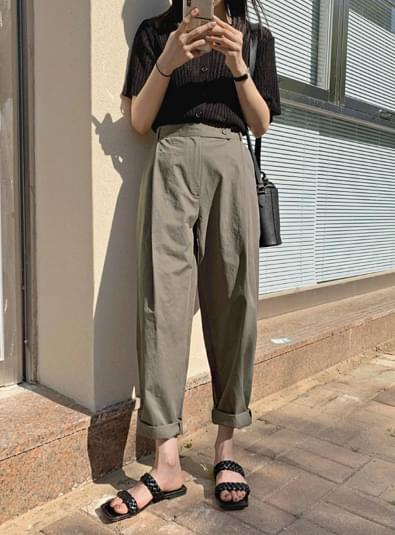 Pale pin tuck pants