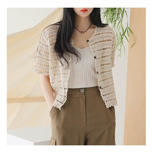common unique ADELE PUNCHING 1/2 KNIT CARDIGAN,common unique TOMS PUNCHING 1/2 KNIT CARDIGAN등을 매치한 코디