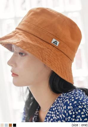 DENNY LABEL BUCKET HAT