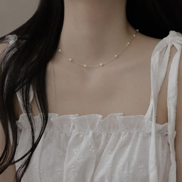 892 mini pearl line necklace