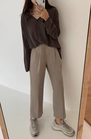 Pintuck cropped cotton slacks