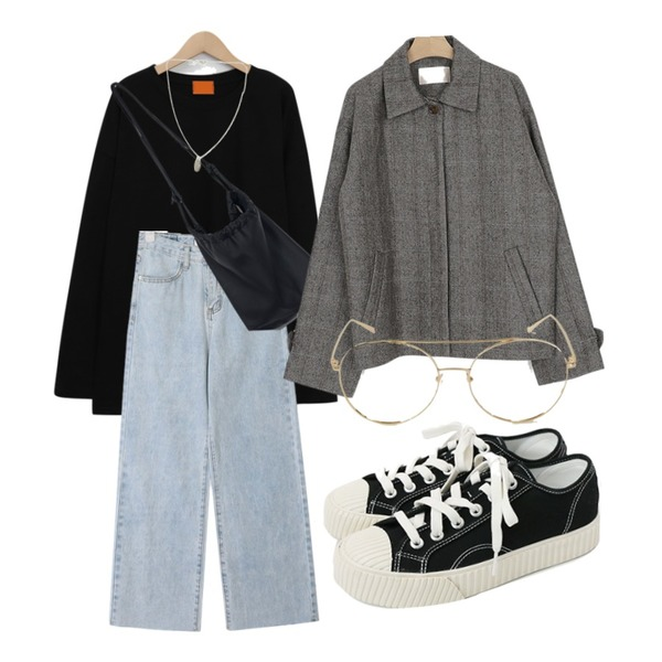 BANHARU unique vintage glasses,daily monday Simple every day sneakers,SUNSHINE WITH ME 엔틱실버-necklace등을 매치한 코디