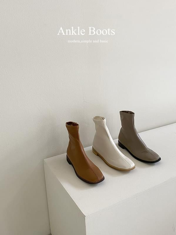 Serious ankle boots