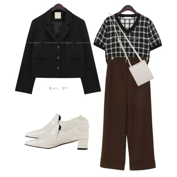 From Beginning Crush square cross bag_C (size : one),From Beginning Sense long wide pants_H (size : S,M),common unique MONT CHECK V NECK 1/2 KNIT등을 매치한 코디