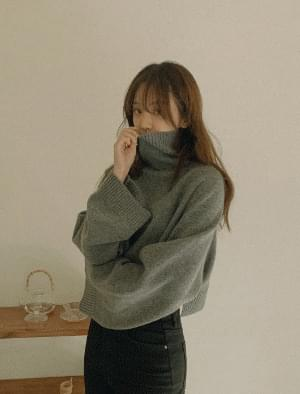 Viva turtleneck crop wool knit