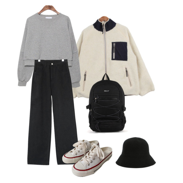 BULLANG GIRL 양면포근뽀글이JP,AFTERMONDAY napping cotton wide pants (2colors),common unique BRIGHT ROUND NECK CROP MTM등을 매치한 코디