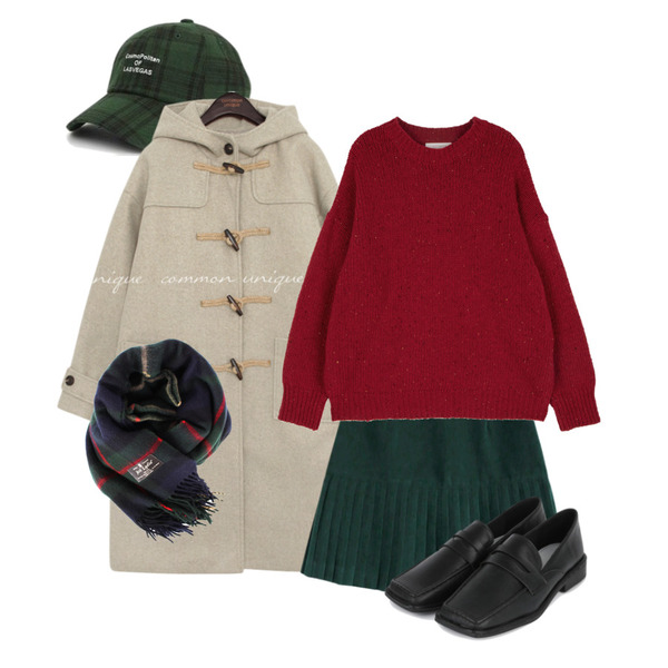 biznshoe Green check muffler,AIN colorful lettering check cap,common unique SUADE PLEATS MINI SKIRT등을 매치한 코디