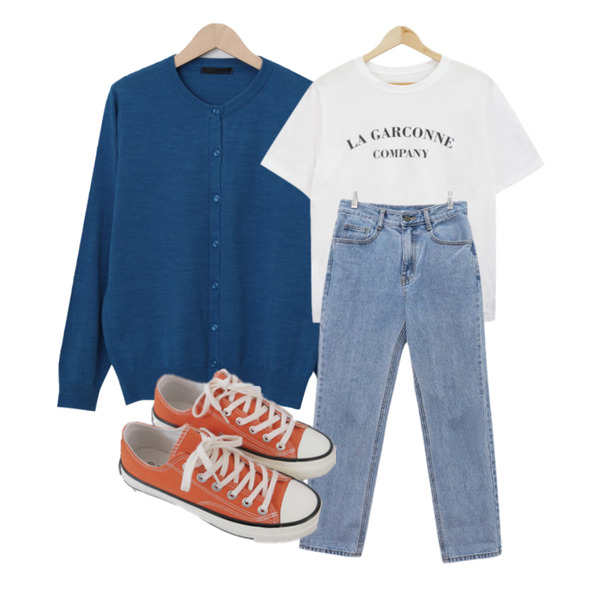 From Beginning 소프트 데일리버튼가디건 (8color),AFTERMONDAY basic casual color sneakers (10colors),BULLANG GIRL 가르반 레터링 반팔티등을 매치한 코디