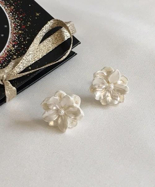 white snow earring