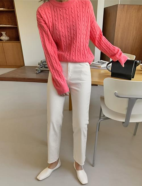 Story cutting slim date pants