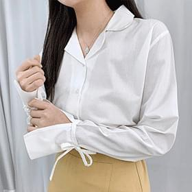 Split sleeve ribbon blouse