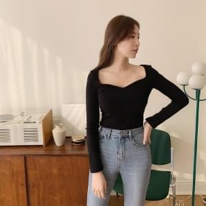 Heart Neck Slim T-shirt