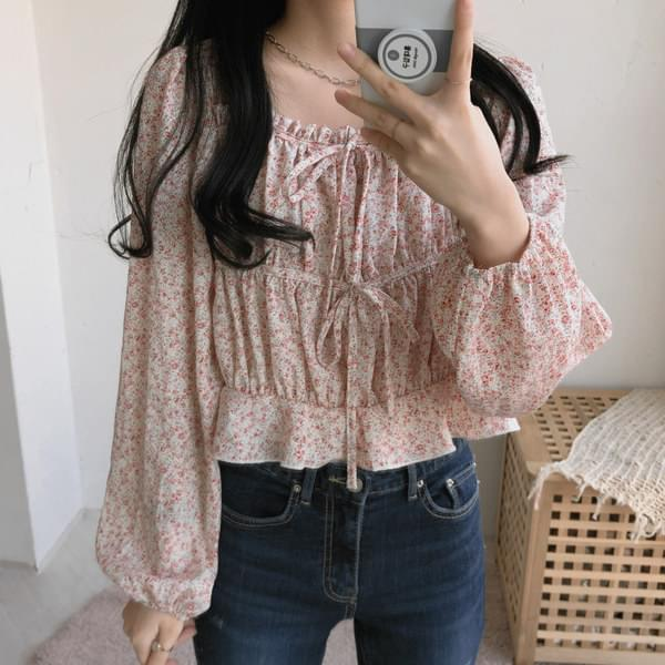 2085 Alice floral blouse