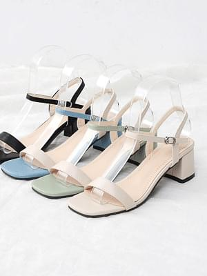Isshu Basic Ankle Mary Jane Middle Heel Strap Sandal 10757