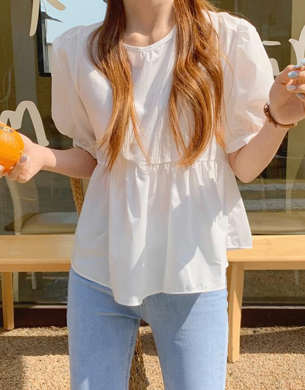 Its back button flare short sleeve blouse