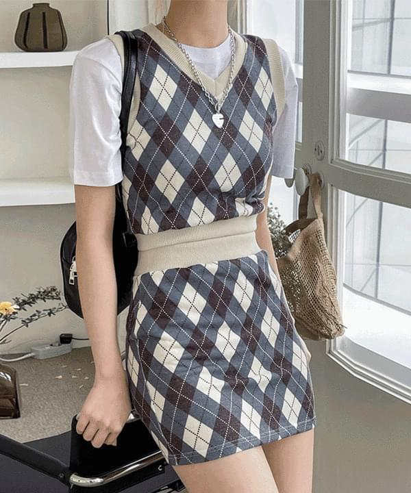 Alloy Argyle V-Neck Vest