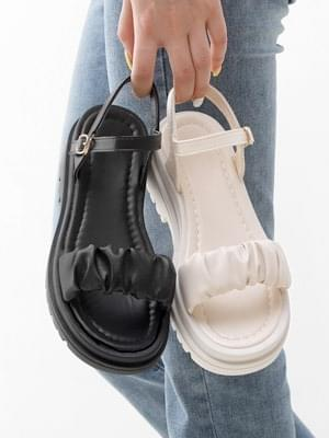 Isshu volume shirring trap full-heeled sandals 10952