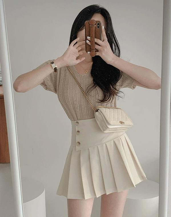 Berry pleated button skirt