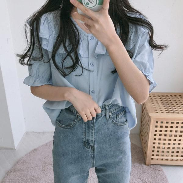 Smooth frill short-sleeved blouse