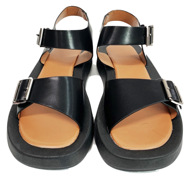 Teaching-to-buckle sandals