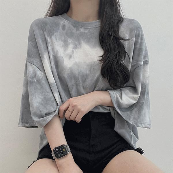 Summer cool, tie-dye water print over-fit short-sleeved T-shirt