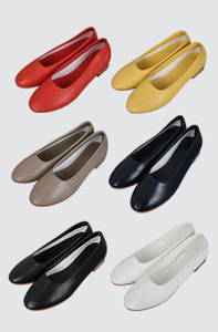 Round flat shoes