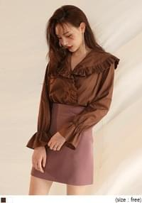WIDE COLLAR BAND SHIRRING BLOUSE