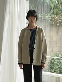 loose fit round neck cardigan